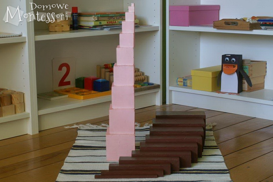 Nasza różowa wieża ibrązowe schody