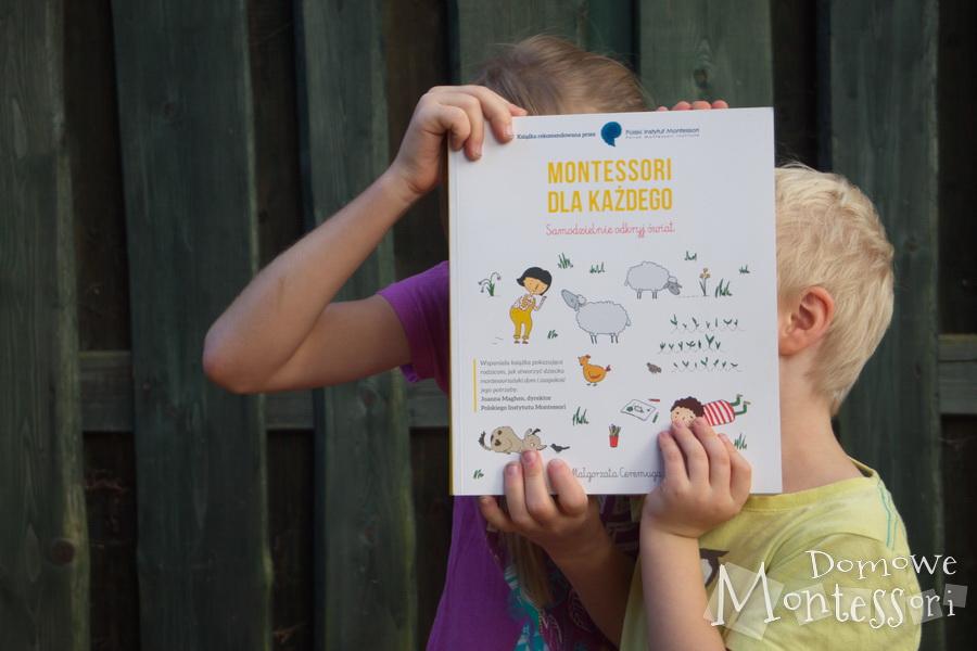 Montessori dla każdego - dzieci pozują